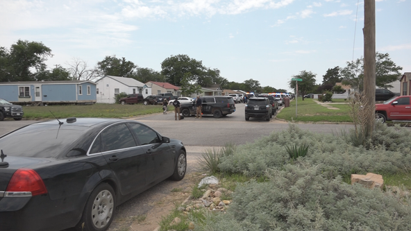 Gunman captured in standoff that killed 1 officer, wounded 4