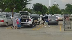 Thieves snatch two North Texas women's purses from store parking lot