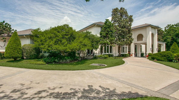 Emmitt Smith to have dinner with whomever buys his $2.2 million mansion