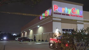 Man killed, woman critical hurt in shooting outside Dallas Party City
