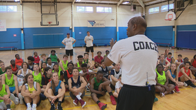 Former Hawks player holds basketball camp for deaf players