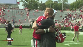 """""""Wear Pink For Wendy"""": UGA fans don pink to honor Arkansas State coach's wife"""