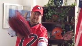 Florida mayor dons Georgia Bulldogs gear after losing water bet