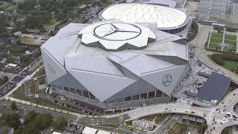 Mercedes Benz stadium aerials 8-26.mpg_17.37.29.18_1503789985073.png