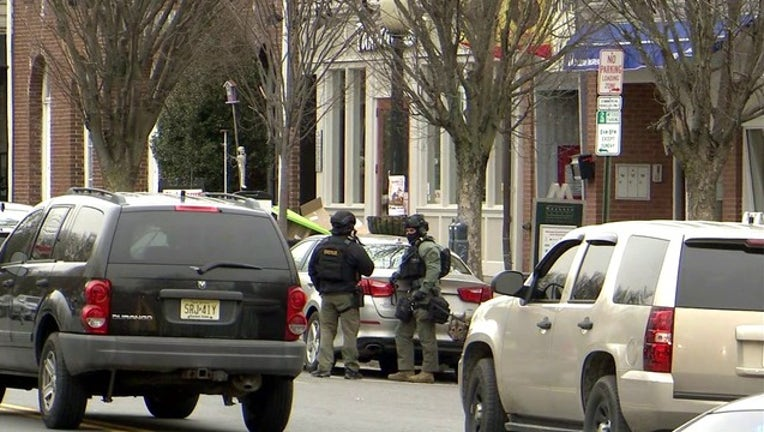 7631fc80-Princeton Police Standoff-401096