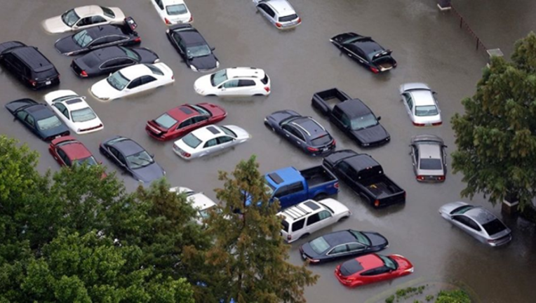 bc2f83d0-Flooded cars will start flooding the market