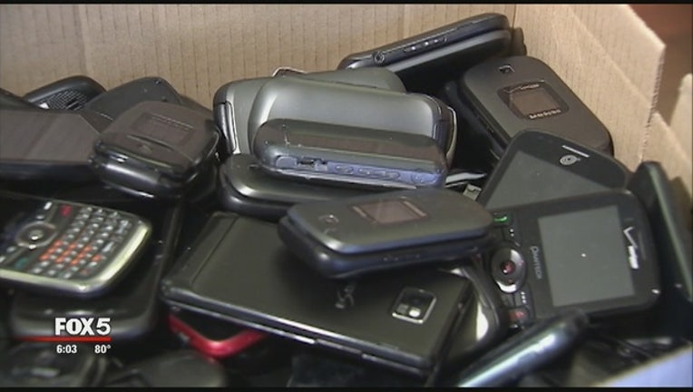 53ed8493-How_to_Stop_Smuggled_Cellphones_0_20151016000451