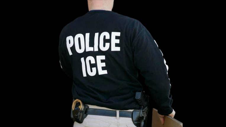 9844b2ee-Immigration Raid_1510957029767-405538