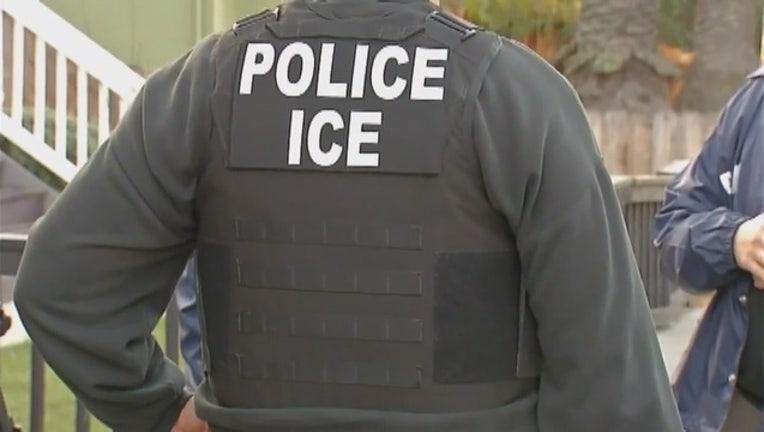 ICE_Deportations_in_LA_0_20190622051435-407068