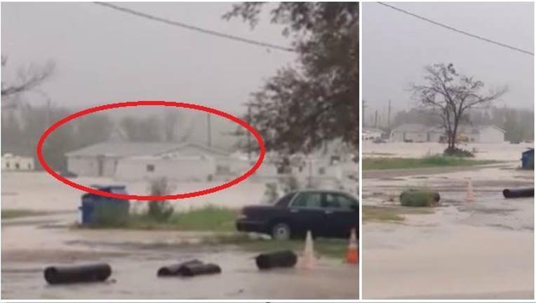 430eaf58-Mobile Home Floats Away in Texas