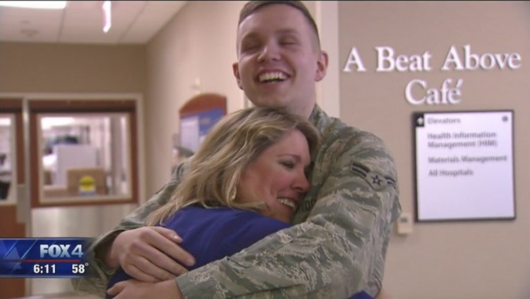 9afeff19-North_Texas_airman_surprises_mom_for_Chr_0_20181221184513-409650