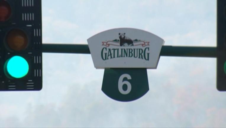 P GATLINBURG WILDFIRES LOOKLIVE GDA_WAGA16e9_146.mxf_00.00.32.16_1480629498632.png
