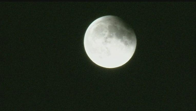 9770849f-Supermoon_lunar_eclipse_pictures_0_283865_ver1.0_640_360_1486670166092-407068.jpg
