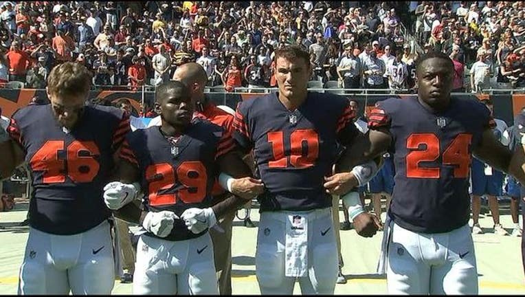 The Chicago Bears linked arms during the national anthem at Sunday's game-404023