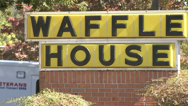 P FAYETTEVILLE WAFFLE HOUSE ROBBERY 6P_00.00.41.29_1477443644081.png