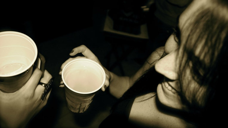 f32de908-girls-drinking-alcohol_1468331629311-404023.jpg
