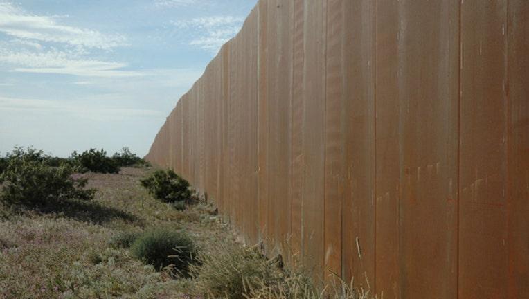 d169f779-mexico-border-wall_1490974400876-404023.jpg