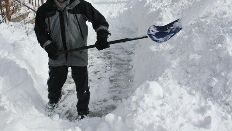 shovel snow_1481943640146-404023.jpg