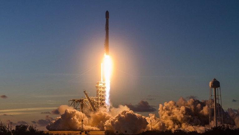 f26583e6-spaceX-Falcon9_1507780675212-402429.jpg