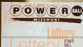 Customer unknowingly tips bartender winning Powerball ticket worth $50K