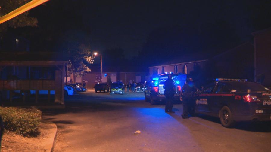Man found dead in Atlanta apartment complex parking lot