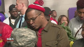 T.I. gives away turkeys, fresh veggies