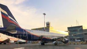 Pilot dies after mid-flight heart attack