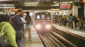 MARTA signs historic agreement to purchase new rail cars