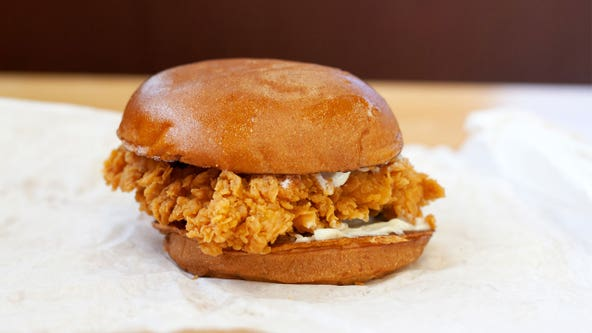 Popeyes employee seen preparing Chicken Sandwich over trash can