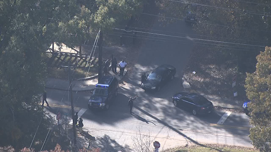 Police: 1 killed, 1 hospitalized in SW Atlanta double shooting