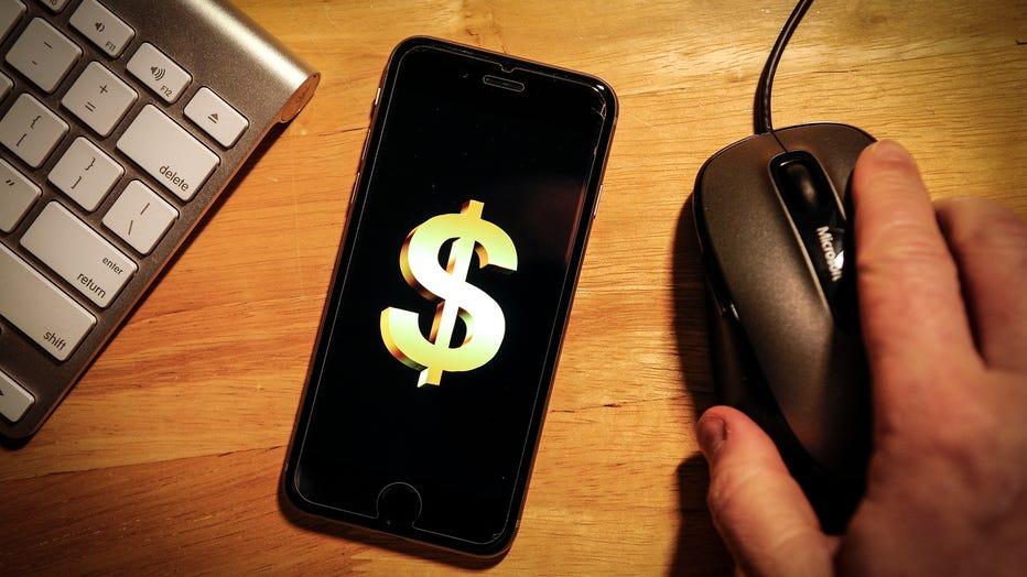 Cash-Back-Day-shopping.jpg