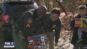 Smyrna police deliver presents on Christmas Eve