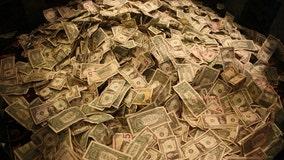 Man robs Colorado bank, throws cash, says 'Merry Christmas'