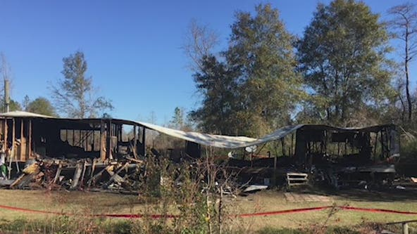 Fire investigators: Man dies trying to save child from burning mobile home