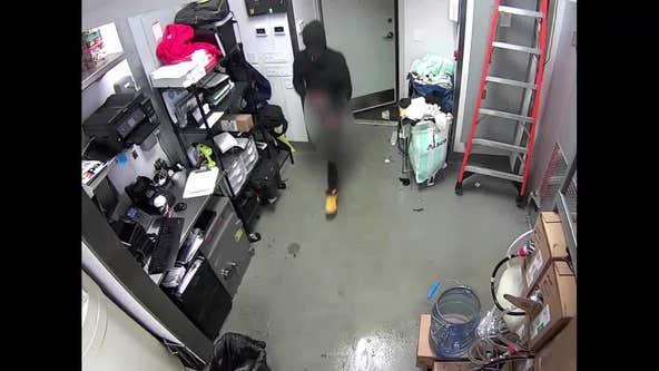 Reward offered for information leading to arrest of 4 armed masked restaurant robbers