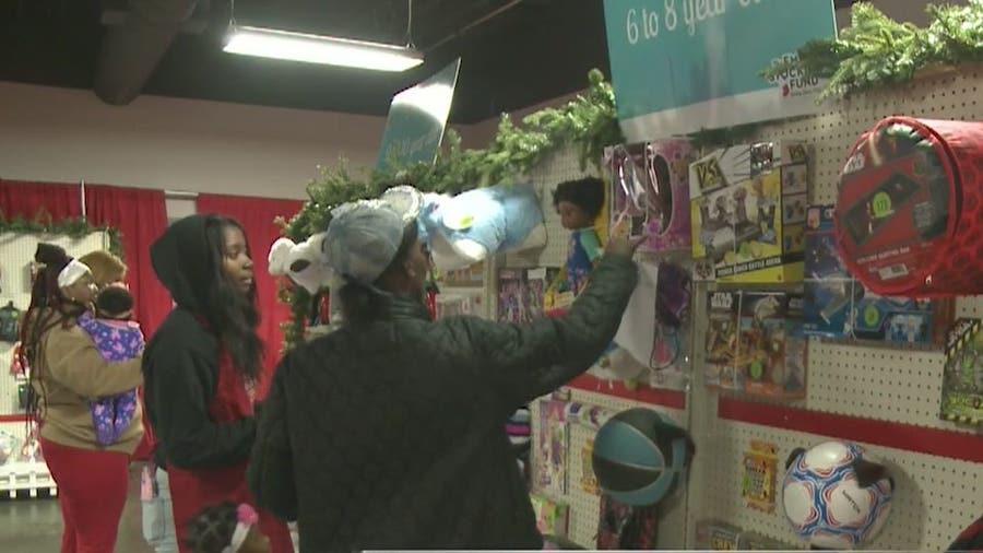 Atlanta Public Schools employees help make holidays brighter