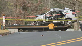Officials: 2 die in wreck fleeing from U.S. Marshals
