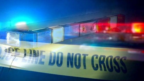 Sandy Springs police: Robbery victim shot, gunman at large
