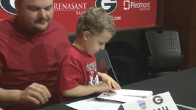 7-year-old boy battling leukemia signs with UGA Swim Team
