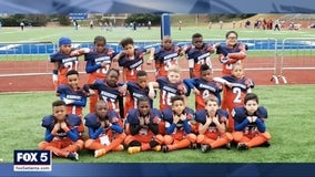 Acworth little league football team gets pizza for healthcare workers