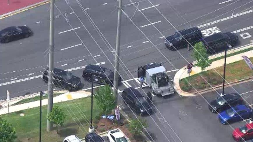 Cobb Parkway reopens after suspicious package found