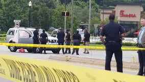 Police: 1 dead, 2 injured after shooting at SW Atlanta apartment complex