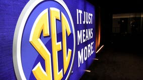 SEC invites Oklahoma and Texas to join conference — in 2025