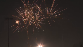 Hundreds pack Woodstock Square for one of metro Atlanta's only fireworks displays