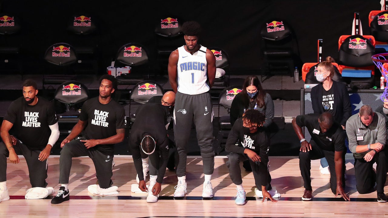 Orlando Magic player stands for national anthem as...