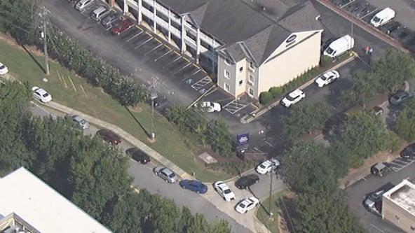 Police: Man shot in Gwinnett County extended stay hotel parking lot dies