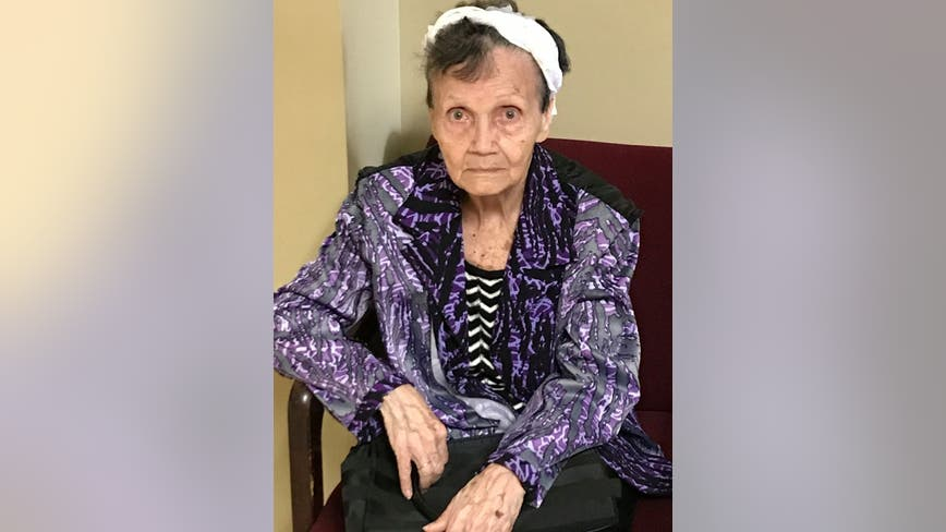 Woodstock police need help identifying elderly woman