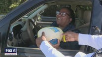 Sheriff gives away turkeys to motorists