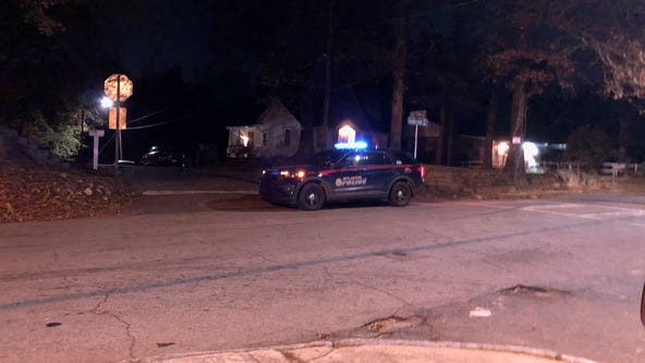 Man's body found in road in southwest Atlanta