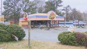 Car crashes into southeast Atlanta fast-food restaurant